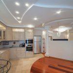 необычный интерьер кухни гостиной с перегородкой картинка