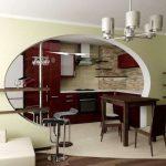 необычный декор гостиной кухни с перегородкой фото