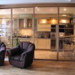 красивый интерьер кухни гостиной с перегородкой фото