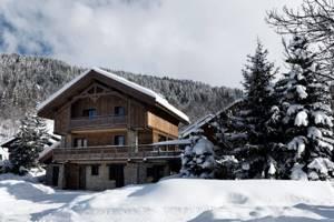 большой дом в горах