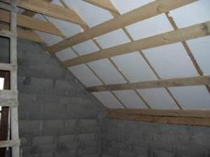 Утепляем крышу дачного дома пенопластом или минеральной ватой