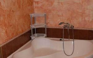 Фото 6. Оригинальные решения дизайна ванной с использованием штукатурки разных видов.jpg