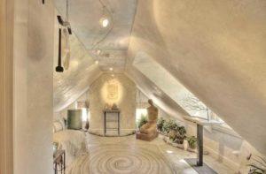 Венецианская штукатурка наносится на стены, потолок, колонны