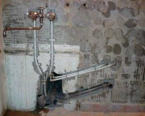 чем выровнять стену в ванной под плитку