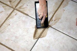 как очистить плитку от цемента