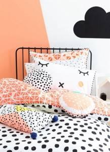 Декор стены под текстиль в детской спальне