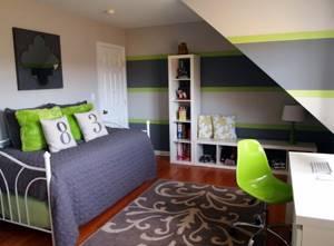 Полосатые стены в комнате мальчика подросткового возраста