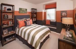 Покраска стен комнаты для подростка красками разных цветов