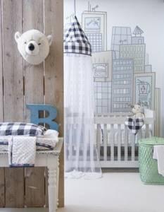 Рисунки небоскребов на стене комнаты для новорожденного