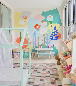 Роспись стены детской комнаты акриловыми красками