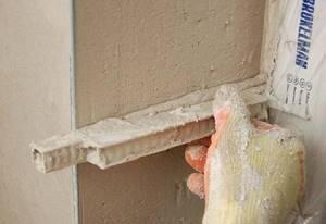 Штукатурка дверных откосов требует наличия определенных навыков