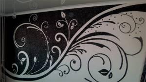 Жидкие обои с красивым чёрно-белым рисунком