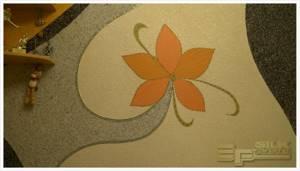 Жидкие обои в комнате с эксклюзивным рисунком цветка