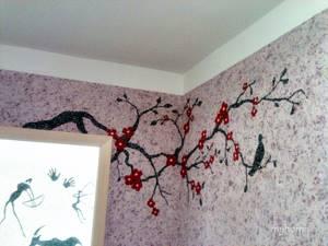 Жидкие обои в комнате с изображением цветущего дерева