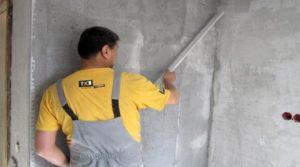 как клеить обои на бетонную стену